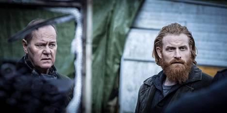 Martin Beck (Peter Haber) saa uudeksi aisaparikseen Steinar Hovlandin (Kristofer Hivju).