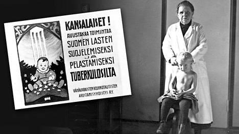 """""""Ylilääkäri tutkii pikku potilasta"""", kertoo teksti kuvan takana."""