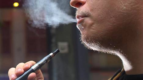 Sähkötupakasta syntyy usein selkeästi näkyvä savu- ja höyrypilvi.