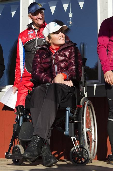 Anna Holmlund palasi julkisuuteen.