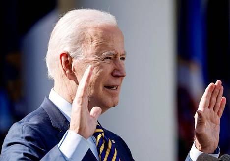 Yhdysvaltain presidentti Joe Biden puhui elvytysaikeistaan Valkoisen talon puutarhassa maaliskuussa.