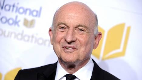 Kustannus- ja mediayhtiö Scholasticin toimitusjohtaja Robert Robinson menehtyi kesäkuussa. 84-vuotiasta miestä kuvailtiin ikäisekseen terveeksi ja hyväkuntoiseksi.