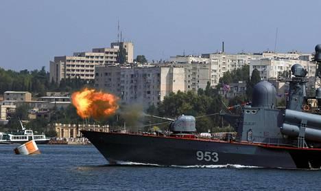 Venäjä esitteli kalustoaan laivaston päivänä 31.7. Krimin Sevastopolissa.
