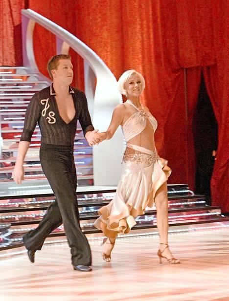 Helena Ahti-Hallberg nähtiin 2007 Tanssii tähtien kanssa -kisassa Jani Sievisen parina. Sen jälkeen hänet on nähty ohjelmassa tanssituomarina.