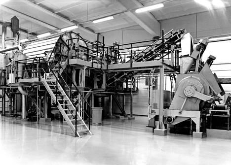 Jämsänkosken sulfiittiselluloosatehtaan yhteydessä sijaitsevan pekiloproteiinitehtaan koneita. Pekiloa kasvatettiin selluloosaprosessin jäteliemessä. Tehdas avattiin vuonna 1975 ja sen omisti Yhtyneet Paperitehtaat.