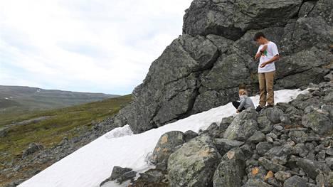 Lasten mielestä kaikista kiehtovinta ja erikoisinta Suomessa on lumi. Onneksi sitä löytyi pohjoisesta heinäkuussakin.