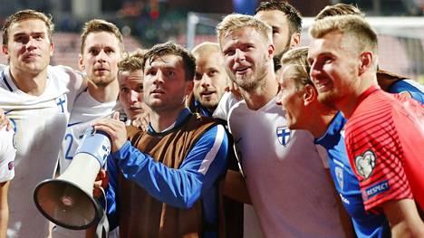 Perparim Hetemaj (keskellä) edusti Suomea 2009–17.