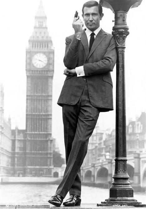 George Lazenby jäi yhden elokuvan salaiseksi agentiksi. Hän on itse kertonut kieltäytyneensä myöhemmistä Bond-filmeistä.
