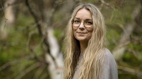 Hyvä itsetunto suojaa ulkonäköpaineilta, kertoo psykologi ja psykoterapeutti Nina Pyykkönen.