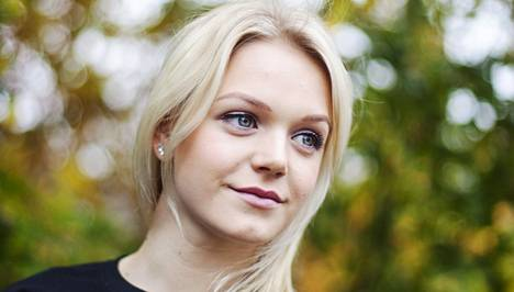 Uimari Emilia Pikkarainen harrastaa myös tankotanssia, josta hän on julkaissut kuvia Instagramissa.
