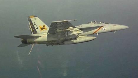 Yhdysvaltain laivasto F-18-Hornet.