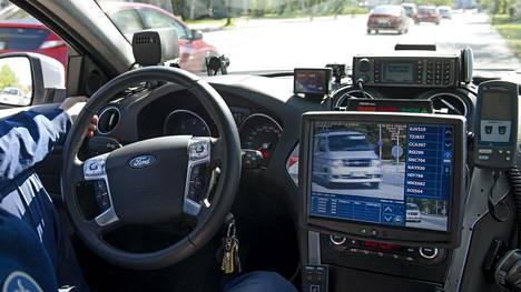 Riski jäädä kiinni vakuutuksetta ajamisesta on kasvanut poliisin apuvälineiden kehittyessä.
