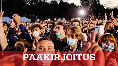 Puolassa järjestettiin sunnuntaina laajoja mielenosoituksia opposition ehdokkaan tueksi presidentinvaaleissa. Kuva Varsovasta.