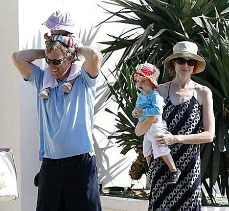 Marcia Crossilla ja Tom Mahoneylla on kaksostyttäret Eden ja Savannah.