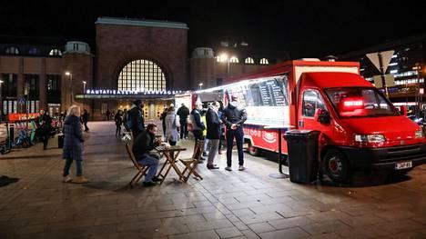 Koronapassi otettiin käyttöön Helsingin yöelämässä keskiyöllä.