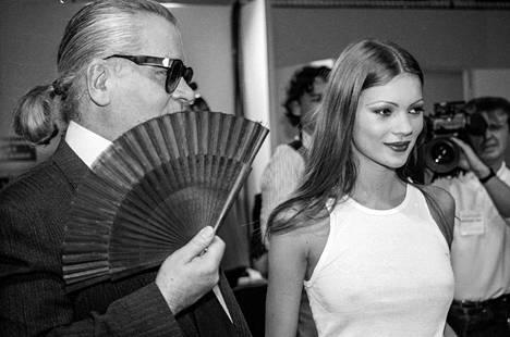 Ikoninen huippumalli Kate Moss oli yksi ensimmäisiä muusia. Kuva vuodelta 1995.
