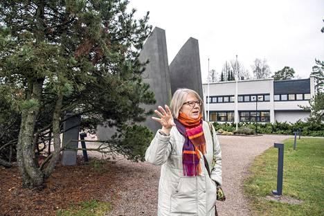 Jaana af Hällström on perehtynyt Kauniaisten historiaan. Hänestä Kauniaisten keskustassa näkyy hyvin kaupungin historian eri vaiheet.