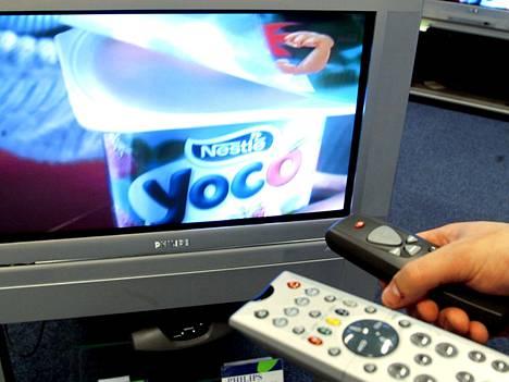 Osa suomalaisista kokeilee, miltä elämä maistuu ilman televisiota.