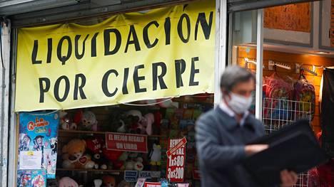 Loppuunmyynti liikkeessä Buenos Airesissa 21. toukokuuta.