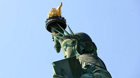 Tiesitkö mitä New Yorkin Vapaudenpatsaan alkuperäiselle soihdulle tapahtui? – harvojen herkuksi jäänyt nähtävyys on kohta kaikkien ulottuvilla
