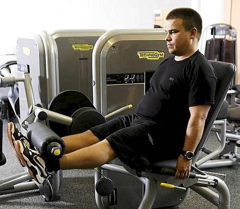 Treenaa koko kroppa kerralla, 8–10 liikettä eri lihasryhmille.