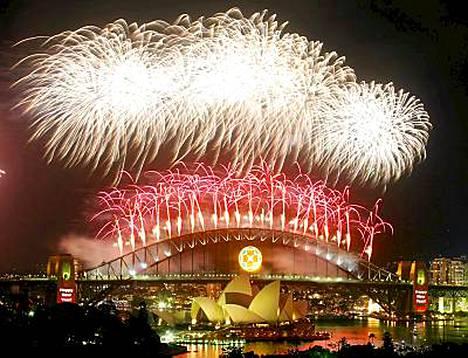 Näin upeasti paukuteltiin uusi vuosituhat vastaan Sydneyssä 2000 - ensimmäisenä suurkaupunkina maailmassa. Katso, miten maailmalla juhlitaan 10 vuotta myöhemmin, kun vuosikymmen vaihtuu.