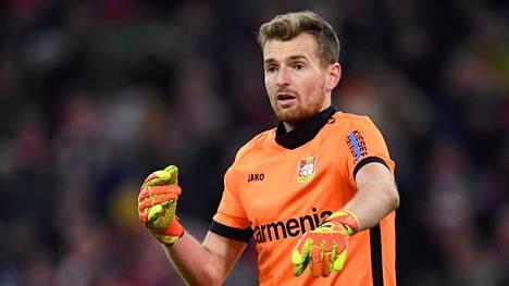 Lukas Hradecky torjui Bayer Leverkusenille voiton Paderbornista.