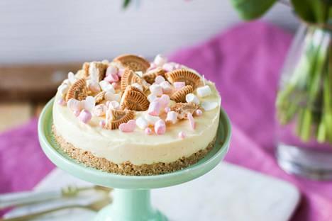 Jos juhlittava äiti rakastaa pullaa, tämä kakku saa varmat kiitokset.