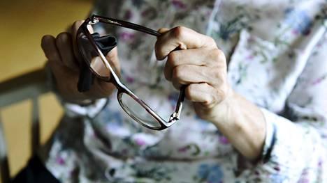 –Jos et säästä rahaa ajoissa, ei eläkkeellä voi nauttia mistään, eräs neuvo kuuluu.