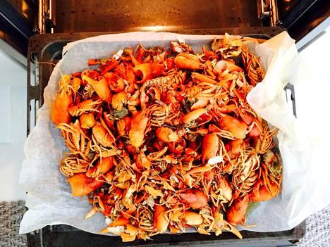 Paahda rapuroippeita uunissa 250 asteessa reilu 20 minuuttia ennen keittoa.