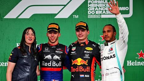 Max Verstappen voitti kisan Interlagosissa.