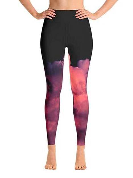 Helmi Yoga Wearin tuotteet valmistetaan käsityönä Latviassa. Trikoot 64,90 €.