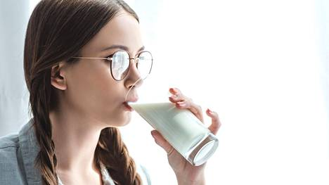 Monista sosiaalisessa mediassa esitetyistä väitteistä huolimatta maidon pastörointi on tänäkin päivän tarpeellista, sanoo ravitsemusterapeutti.