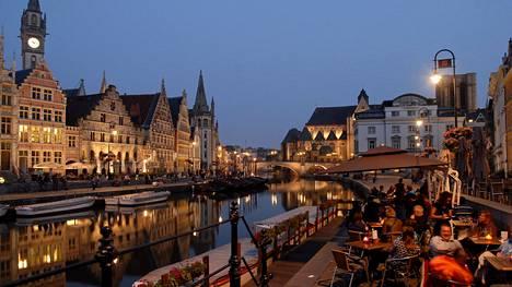 Gentin keskustaa halkovan joen varrella on komeita vanhoja rakennuksia ja viihtyisiä ravintoloita.