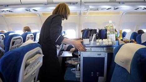 Finnair luopui marraskuun alussa maksuttomasta tarjoilusta Euroopan lennoilla.