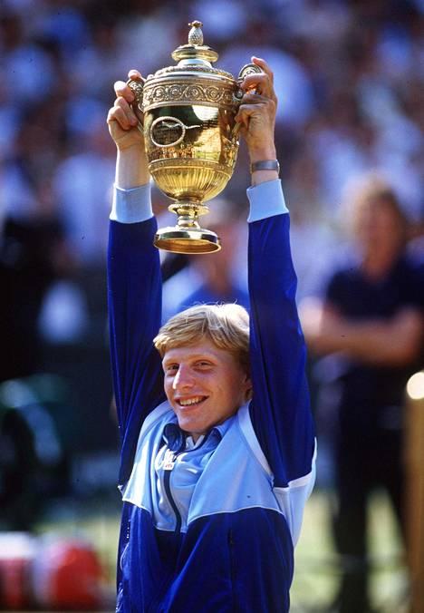 17-vuotias Boris Becker juhli Wimbledonin voittoa vuonna 1985.