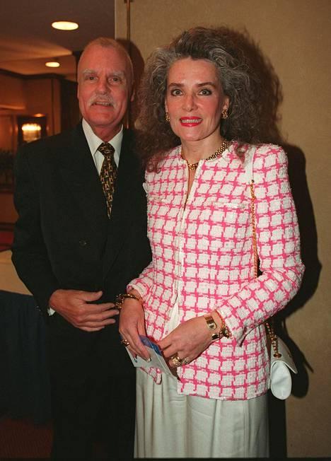 Kari ja Kaarina Kivilahti vuonna 1997 Finnairin juhlissa. Kaarina työskenteli yhtiön lentoemäntänä ennen avioliittoaan.
