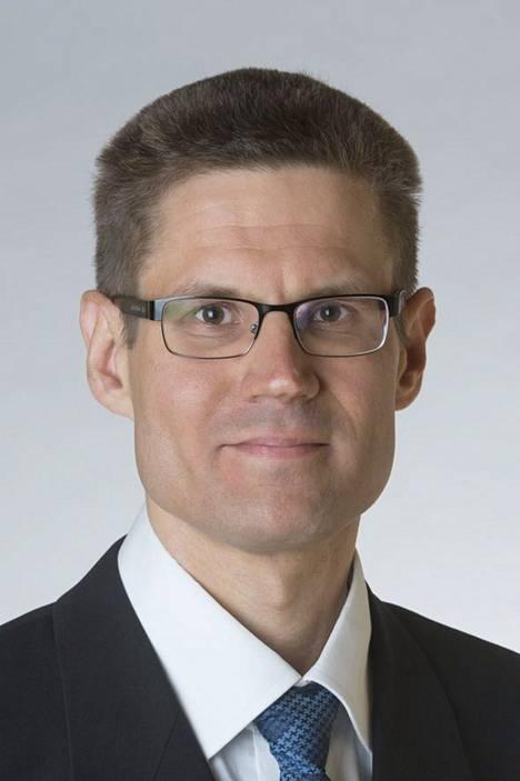 Perussuomalaisten Sami Saviolla on järeä koulutus: hän on filosofian maisteri, diplomi-insinööri ja kauppatieteen maisteri.
