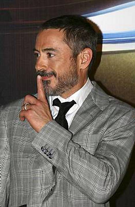 Robert Downey Jr väittää joka toisen näyttelijän päätyvän sänkyyn vastanäyttelijänsä kanssa.