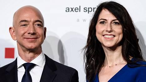 Jeff ja MacKenzie Bezos erosivat 25 vuoden avioliiton jälkeen.
