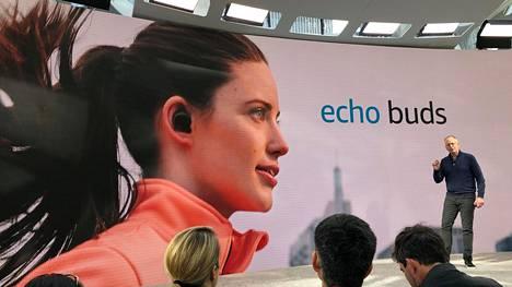 Amazonin Alexa-digiavustaja on yhtiön suunnitelmien mukaan pian läsnä kaikkialla. Sen uusin aluevaltaus ovat syyskuussa julkaistut mikrofonilla varustetut Echo Buds -korvanappikuulokkeet.