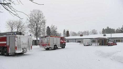 Vanha koulu syttyi aamulla tuleen Siikalatvalla.