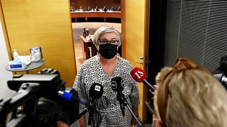 Eduskunnan puhemies Anu Vehviläinen (kesk) ei kommentoinut Yli-Viikarin kuulemisen sisältöä medialle.