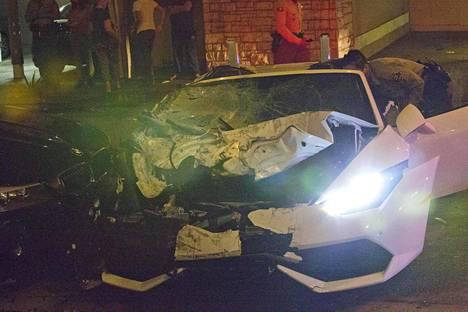 Lamborghini kärsi kolarissa pahat vahingot.