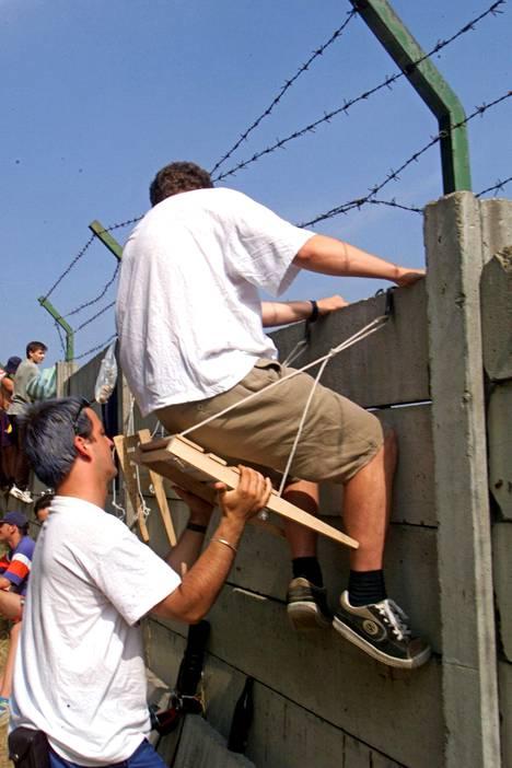 Mielikuvituksella ei ollut rajoja unkarilaisten kehitellessä omia katsomopaikkoja F1-radan muurin takana.