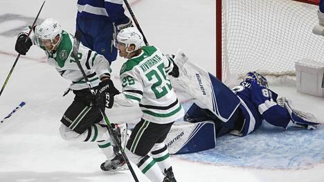 Joel Kiviranta oli viime kauden playoff-peleissä Dallas Starsin sankareita. Stanley Cupin finaaleissa paremmaksi osoittautui kuitenkin Tampa Bay Lightning.