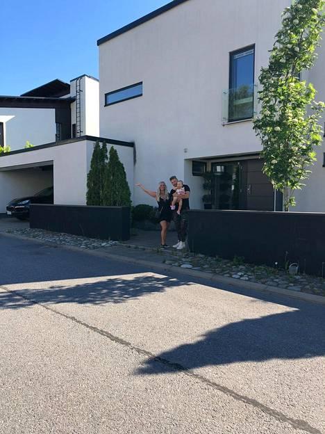 –Alueemme on kiva ja yksityinen ja saamme olla rauhassa, Aki Manninen kuvailee Lempäälän-kodin sijaintia.