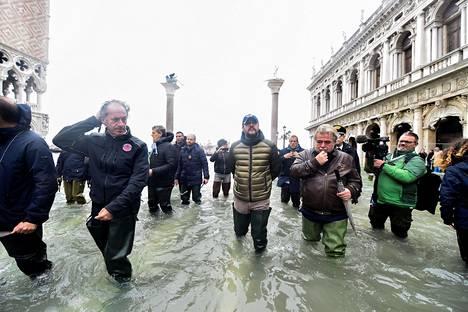 Oikeistopoliitikko Matteo Salvini vieraili perjantaina tulvien koettelemassa kaupungissa.