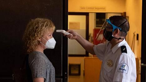 Espanjassa on todettu lähes 300000 koronavirustartuntaa ja yli 28000 virukseen liittyvää kuolemaa.