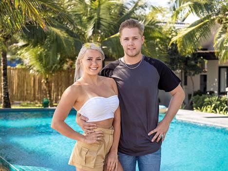 Mira paljastaa tapailevansa nykyään Markusta, jonka kanssa lähentyi Temptation Islandilla.